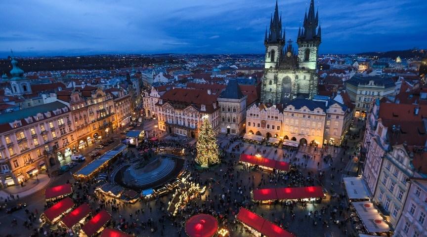 Рождественская ярмарка на Староместской площади в Праге