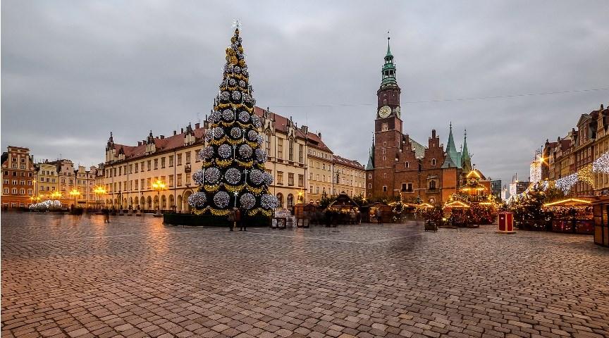 Рождественская ярмарка на Рыночной площади в Вроцлаве