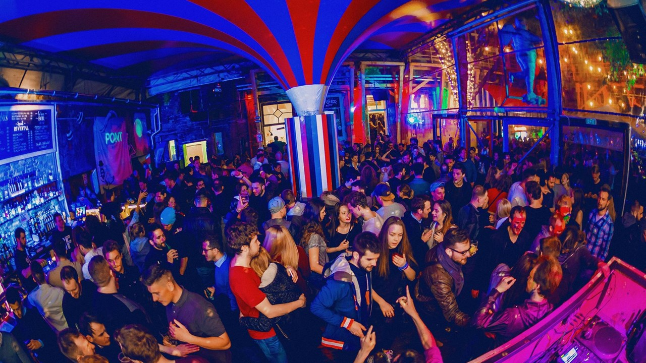 Ночные клубы будапешт соренто клуб москва