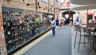 Превью фото о Магазине-баре 2be Beer Wall
