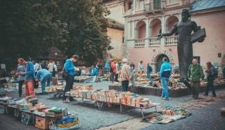 Превью фото о Блошином книжном рынке
