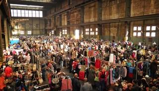 Превью фото о Блошином рынке IJ-Hallen