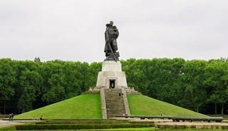 Превью фото о Монументе «Воин-освободитель»