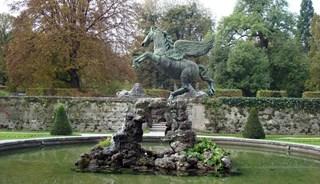 Превью фото о Фонтане-скульптуре Пегаса
