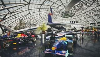 Превью фото о Выставочном павильоне Red Bull «Ангар-7»
