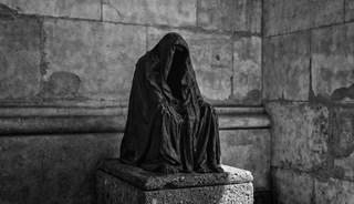 Превью фото о Скульптуре «Плащ совести»