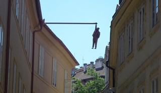 Фото Скульптура «Висящий человек»