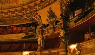 Превью фото о Королевском театре де ла Монне